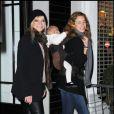 Jo et Leah Wood à Londres pour les illuminations de Noël à la boutique Stella McCartney le 22/11/10