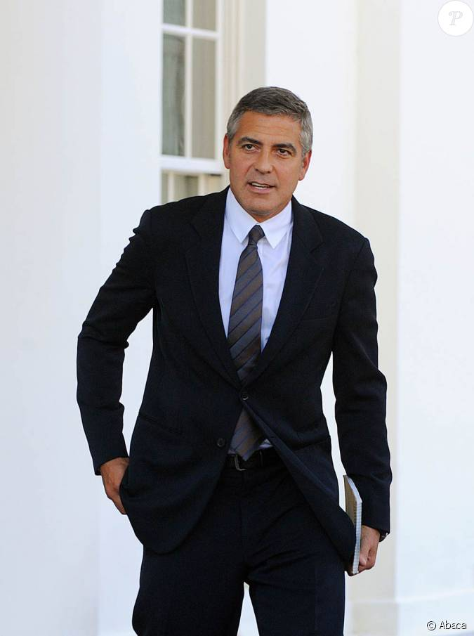 costume sombre et cravat george clooney incarne un. Black Bedroom Furniture Sets. Home Design Ideas