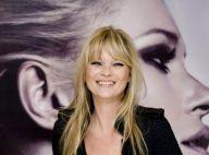 Kate Moss souriante ? Elle joue la muse et devient même chaleureuse !