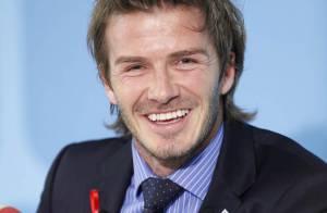 David Beckham, le sourire aux lèvres, fait tout pour séduire malgré le scandale!