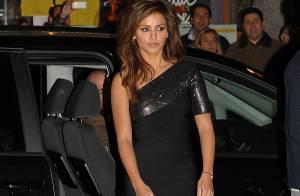 Monica Cruz et sa robe très, très courte... lors d'un concert caliente !
