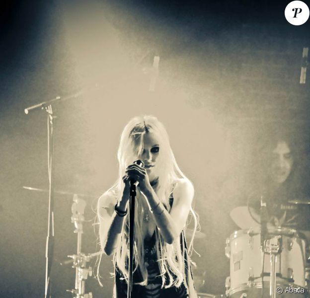 Taylor Momsen et The Pretty Reckless lors de leur concert à la Maroquinerie le 9 décembre 2010