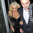 Christina Aguilera et son nouveau chéri Matthew Rutler sortent de leur hôtel pour se rendre à la première de Burlesque le 13 décembre 2010 à Londres