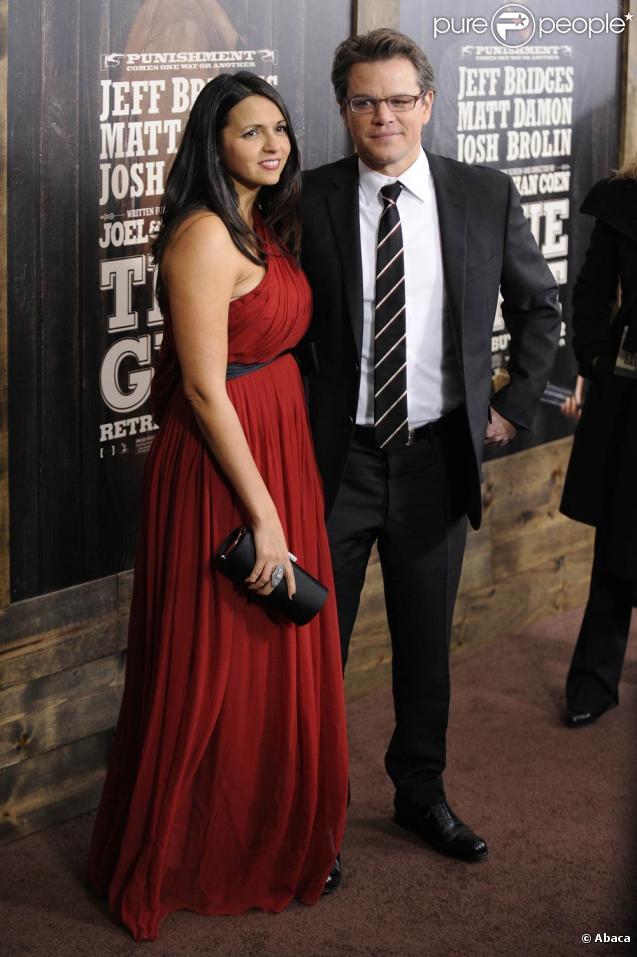 Luciana Barroso et Matt Damon, à l'occasion de l'avant-première de  True Grit , qui s'est tenue au Ziegfeld Theatre de New York, le 14 décembre 2010.