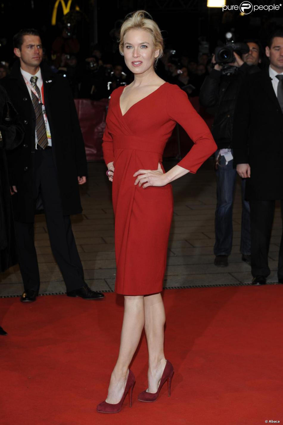 Ren e zellweger joue sur les nuances avec une robe rouge vive et des escarpins bordeaux - Les differentes nuances de rouge ...