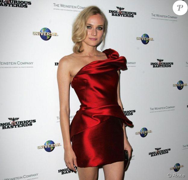 Diane Kruger met son sex-appeal en avant avec une robe rouge Marchesa.