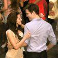 Élan de tendresse pour les deux acteurs   Robert Pattinson et Kristen Stewart sur le tournage de    Twilight - Chapitre 4 : Révélation - 1e partie  de Bill Condon <span c