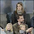 Letizia d'Espagne et Felipe, avec leurs petites Leonor et Sofia, à Madrid, lors d'un match d'exhibition caritatif entre Rafael Nadal et Roger Federer. 22/12/2010