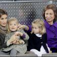 Letizia d'Espagne, Leonor, Sofia et la reine, à Madrid, lors d'un match d'exhibition caritatif entre Rafael Nadal et Roger Federer. 22/12/2010
