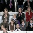 Letizia d'Espagne, Felipe, Elena, Cristina et leurs enfants à Madrid, lors d'un match d'exhibition caritatif entre Rafael Nadal et Roger Federer. 22/12/2010