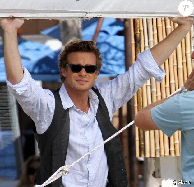 Simon Baker a négocié avec Warner Bros un contrat de 30 millions de dollars