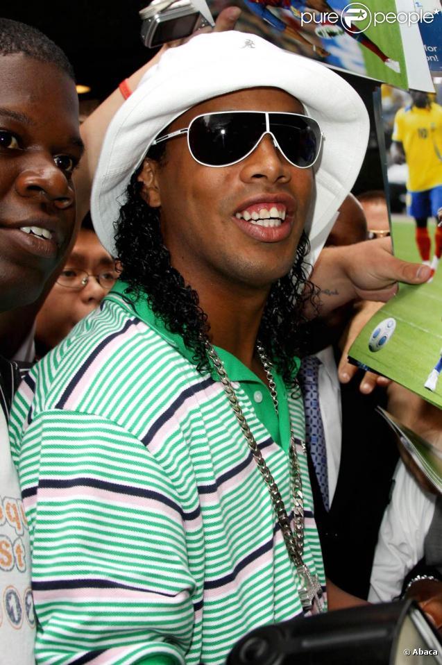 En janvier 2011, Ronaldinho ponctue son bras de fer avec le Milan AC d'une énième saute d'humeur...