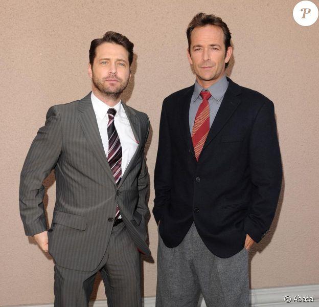 Jason Priestley et Luke Perry lors des TCA Winter Press Tour le 7 janvier 2011 à Los Angeles