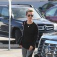 Laeticia Hallyday et sa grand-mère sont allées faire quelques courses à Santa Monica. Le 13 janvier 2011