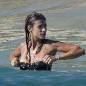 Elisabetta Canalis : Incroyablement sensuelle en trikini sur la plage !