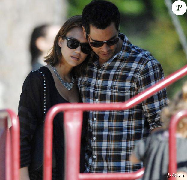 Jessica Alba et sa petite famille à Los Angeles, le 22 janvier 2011.