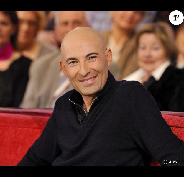 Nicolas Canteloup est l'invité de Vivement dimanche, présenté par Michel Drucker, mercredi 26 janvier (diffusion prévue le dimanche 30 janvier).