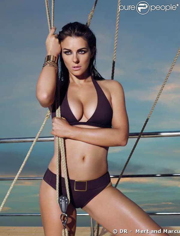 Liz Hurley, sexy comme jamais à 42 ans, pose pour les maillots Mango