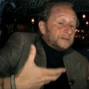 Benoît Poelvoorde : Son petit pipi dans la rue fait le buzz !