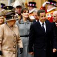 Nicolas Sarkozy et Carla Bruni lors de leur premier voyage officiel de mariés, en Angleterre, en mars 2008. Ils ont été reçus par la reine Elizabeth II, le prince Charles et Camilla.