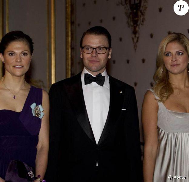 Le prince Daniel, époux de Victoria de Suède (g.), et la princesse Madeleine (d.) sont relativement absents de la scène publique suédoise en ce début de 2011. Mais on sait que lui retourne à l'école, et qu'elle est en passe de retrouver l'amour.