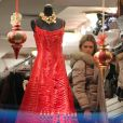 Le prince Daniel, époux de Victoria de Suède, et la princesse Madeleine (photo : en shopping à New York en décembre 2010) sont discrets en ce début de 2011. Mais on sait que lui retourne à l'école, et qu'elle est en passe de retrouver l'amour.