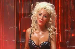 Cindy (Dilemme) : Elle part aux Etats-Unis pour séduire Hugh Hefner et Playboy !