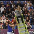 Alizé Cornet a failli chuter de sa chaise d'arbitre à cause de Yannick Noah lors de la soirée caritative Amélie organisée par Amélie Mauresmo pour l'Institut Curie au stade Coubertin, le 7 février 2011