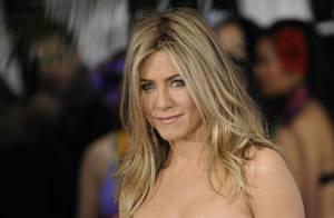 Jennifer Aniston : Décolletée et robe fendue, elle irradie tout !