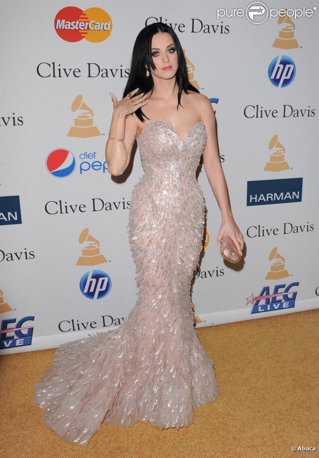 Katy Perry était invitée à assister au dîner de gala organisé en marge de la cérémonie des Grammy Awards 2011, samedi 12 février, au Beverly Hilton Hotel de Los Angeles.