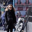 Natalie Portman fait profil bas avec une duffle-coat à New York, le 8 février 2011.