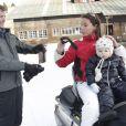 La princesse Marie et le prince Joachim de Danemark, le 17 février 2011 lors de leurs vacances aux sports d'hiver à Verbier, dans les Alpes suisses, avec leur fils Henrik, ainsi que Nikolai et Felix, les garçons nés du 1er mariage de Joachim.