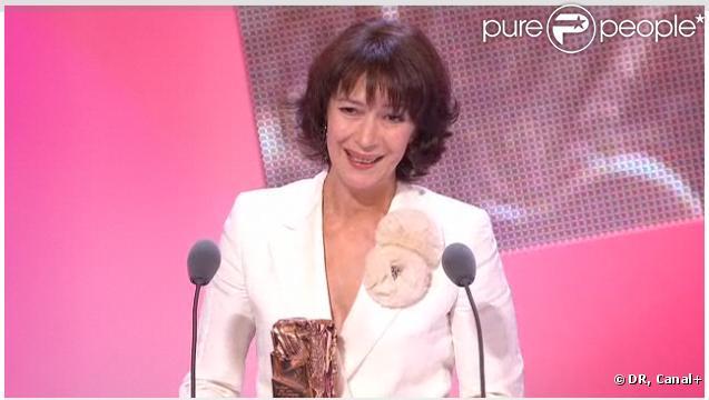 Anne Alvaro est récompensée du César du Meilleur second rôle féminin, lors de la 36e nuit des César, vendredi 25 février 2011.