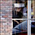 Amy Adams et son fiancé Darren Le Gallo visitent les magasins de piano de Los Angeles, après avoir déjeuné ensemble le 1er mars 2011