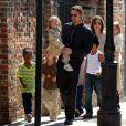 Angelina Jolie, Brad Pitt et tous leurs enfants à la Nouvelle-Orléans samedi 19 mars 2011.