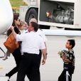 Angelina Jolie arrive à la Nouvelle Orléans en avion privé avec ses 6 enfants pour rejoindre son chéri Brad Pitt sur le tournage