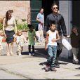 Brad Pitt et Angelina Jolie avec tous leurs enfants le 19 mars 2011 à la Nouvelle Orléans !!