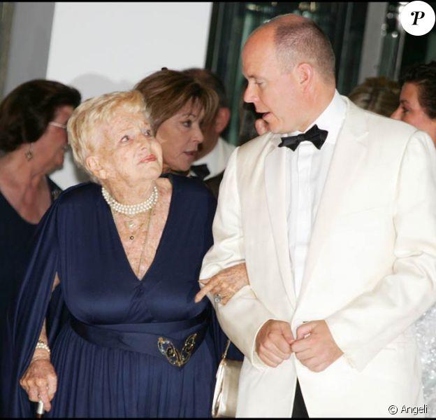 Albert II de Monaco et tout le Rocher pleurent la tante Antoinette, décédée dans la nuit du 17 au 18 mars à l'âge de 90 ans. La messe de funérailles sera célébrée le 24 mars en la cathédrale de Monaco, suivie de l'inhumation.