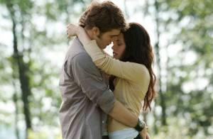 Twilight : Les photos de la scène d'amour entre Edward et Bella dévoilées !