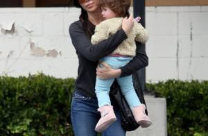 Pendant que Mel Gibson paye, Oksana profite de leur adorable fille Lucia !