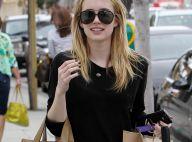 Emma Roberts : Mini-short et chaussettes hautes... une vraie petite bombe !