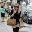La ravissante Emma Roberts en journée shopping dans le quartier de Beverly Hills, à Los Angeles, le 2 avril 2011.