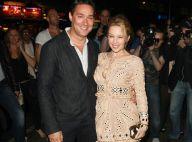 Kylie Minogue : Sexy et souriante pour soutenir un fidèle ami !