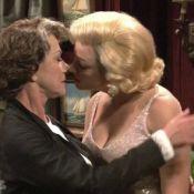 Helen Mirren se laisse toucher les seins et embrasse Marilyn Monroe !