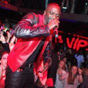 Akon met le VIP Room à ses pieds avant de rejoindre Usher !