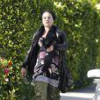 La chanteuse Pink, dans les rues de Malibu, affiche un look particulièrement improbable. Avril 2011