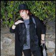 Régine à Saint Tropez été 2010 qui imite le regretté Michael Jackson