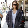 Jessica Alba dans les rues de Los Angeles, en tenue de sport. Le 21 avril 2011.