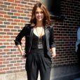 La jeune trentenaire a tout compris avec ce style chic total noir. Jessica Alba est toujours dans la tendance avec son pantalon carotte et son tee-shirt transparent... So sexy ! New York, 30 août 2010
