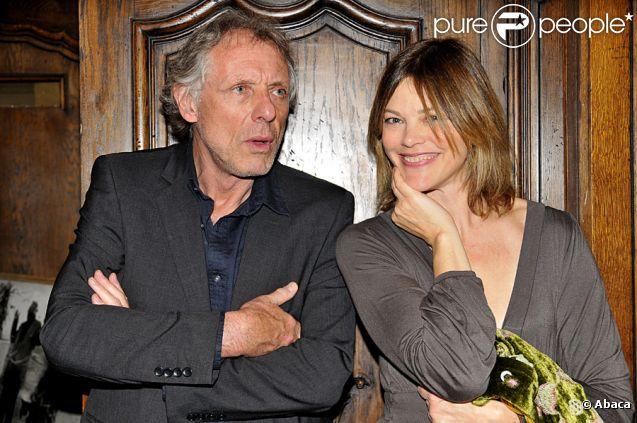 Françosis Bernheim et sa bien-aimée Alexandra Kazan lors de la vente aux enchères au profit de l'association Plan France à Paris le 28 avril 2011
